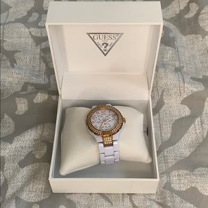 Guess White / rose gold watch